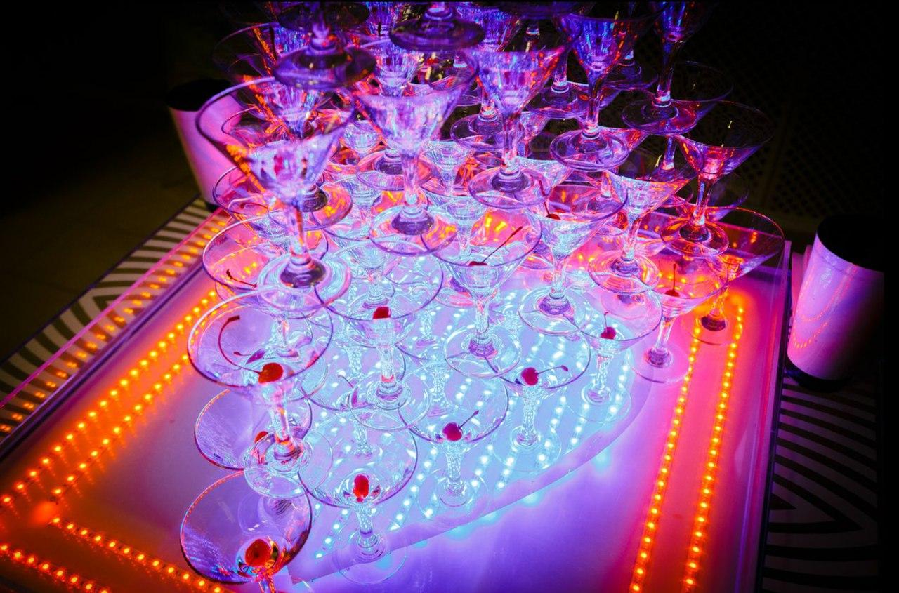 Горка шампанского Show Bar