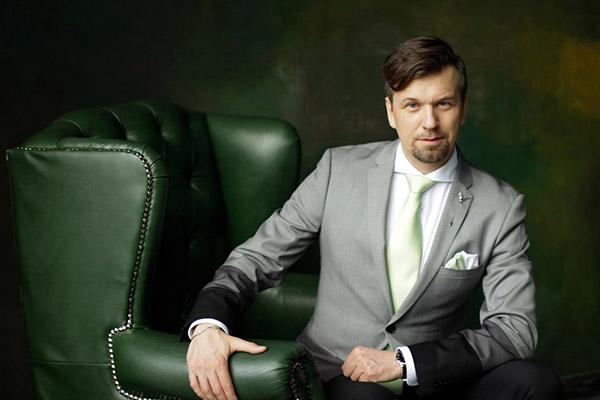 Ведущий Алексей Замыцкий