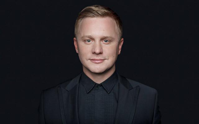 Ведущий Павел Стариков