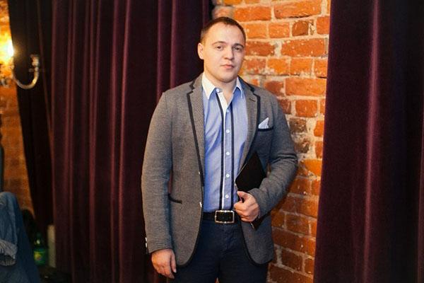 Ведущий Денис Смычёк
